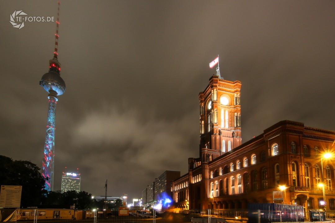 Berliner Fernsehturm und das rote Rathaus