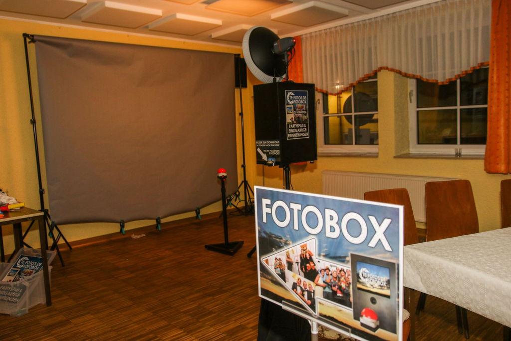 Fotobox Aufbau - Buzzer, Props & Studio Blitz sorgen für einzigartige Erinnerungen