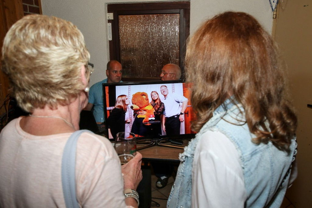 Fotobox Aufbau - Hintergrund, Buzzer & Photobooth mit Blitz